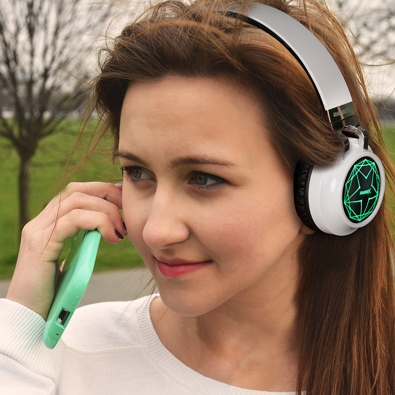 Riwbox WT-8S Wireless Bluetooth Headphones 7 Color LED Light Up
